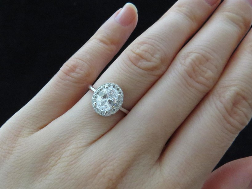 1-carat-diamond-engagement-ring-on-hand-hd-1-carat-round-diamond-ring-on-hand-hd-ring-diamantbilds--overview